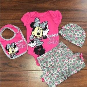 Disney Minnie Mouse 4 Piece Outfit